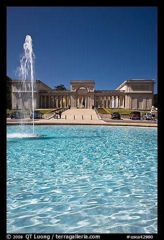 Fountain and Palace of the Legion of Honor, Lincoln Park. San Francisco, California, USA (color)