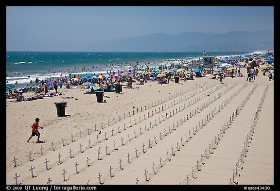 Anti War Memorial On Santa Monica Beach Los Angeles California Usa