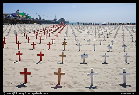 Memorial to fallen soldiers and Santa Monica Pier. Santa Monica, Los Angeles, California, USA
