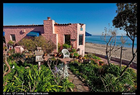 Cottages and beach. Capitola, California, USA (color)