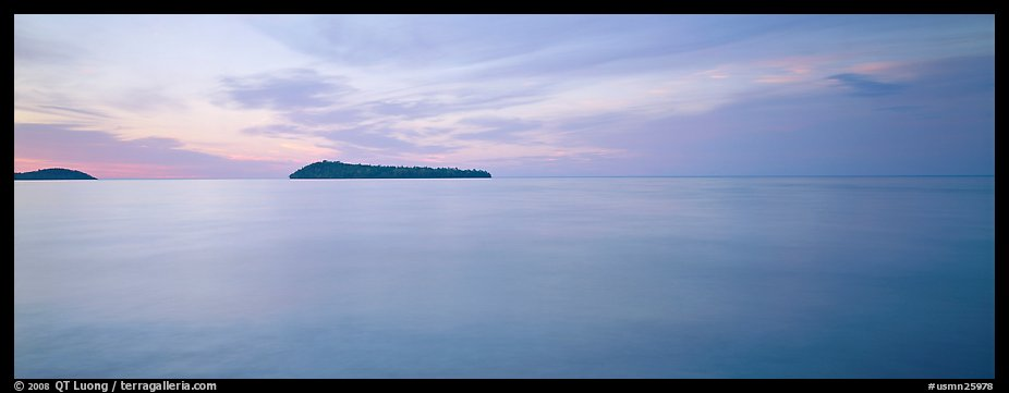 Dawn lakescape, Lake Superior. Minnesota, USA (color)