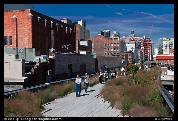 People strolling the High Line. NYC, New York, USA