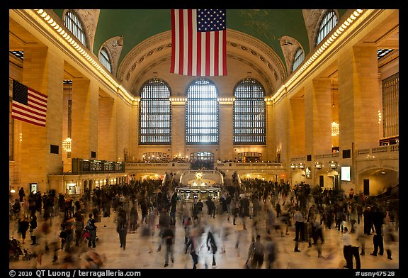 Dense crowds in  main concourse of Grand Central terminal. NYC, New York, USA