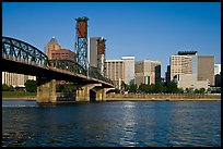 Williamette River, Hawthorne Bridge and Portland Skyline. Portland, Oregon, USA