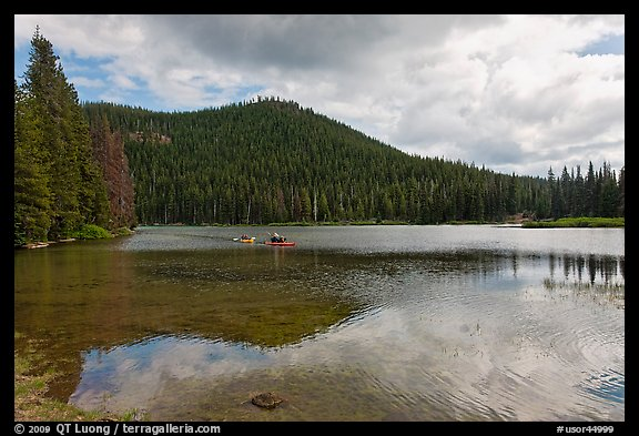 Kayakers, Devils Lake, Deschutes National Forest. Oregon, USA (color)