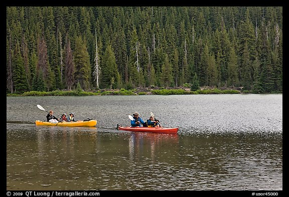 Parents kayaking with children in tow, Devils Lake. Oregon, USA (color)