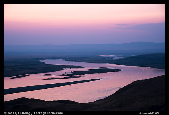 Columbia River and islets at sunset, Hanford Reach National Monument. Washington (color)