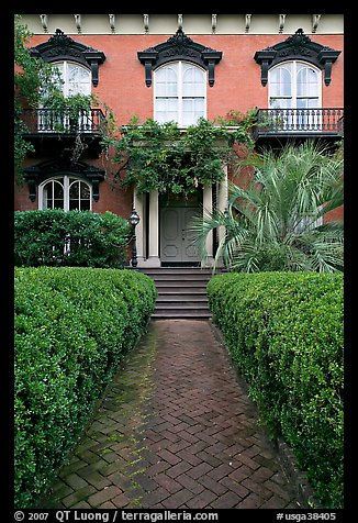 Garden and historic house entrance. Savannah, Georgia, USA (color)