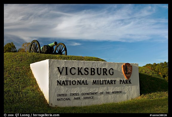 Entrance sign and cannon, Vicksburg National Military Park. Vicksburg, Mississippi, USA (color)