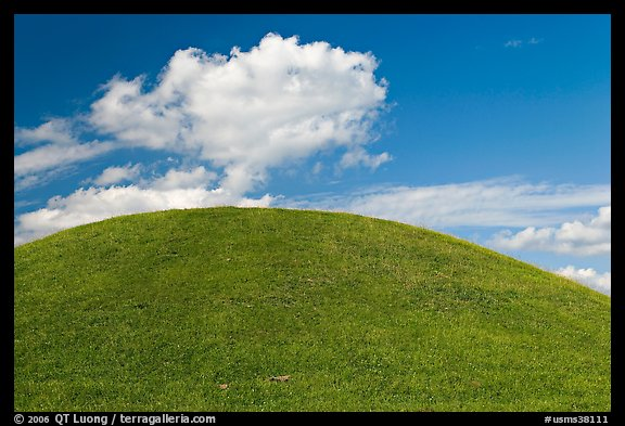 Emerald Mound, constructed between 1300 and 1600. Natchez Trace Parkway, Mississippi, USA (color)