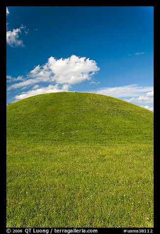 Emerald Mound, one of the largest Indian temple mounds. Natchez Trace Parkway, Mississippi, USA (color)