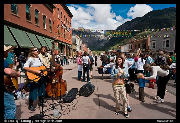 Live musicians on main street. Telluride, Colorado, USA (color)
