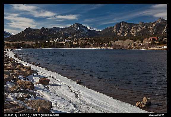 Lake Estes, late winter. Colorado, USA (color)