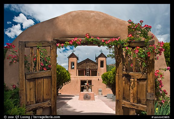 El Sanctuario de Chimayo. New Mexico, USA (color)