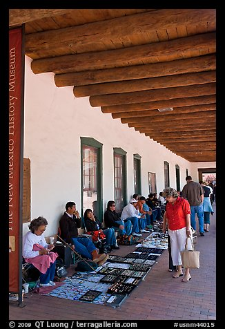 El Palacio Real (oldest public building in the US) with native vendors. Santa Fe, New Mexico, USA
