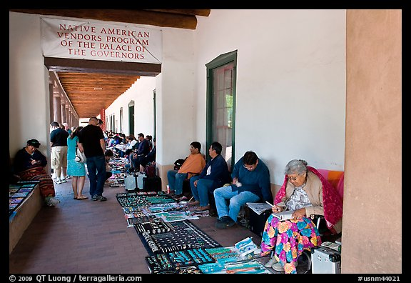 Native americans selling in front of the Palace of the Governors. Santa Fe, New Mexico, USA (color)