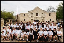 School group poses in front of the Alamo. San Antonio, Texas, USA ( color)