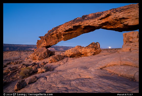 Sunset Arch with setting moon. Grand Staircase Escalante National Monument, Utah, USA (color)