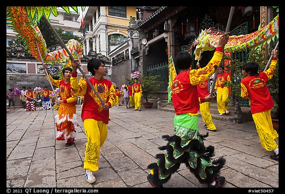 Dancers carry dragon on poles, Thien Hau Pagoda. Cholon, District 5, Ho Chi Minh City, Vietnam (color)