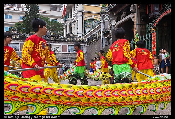 Dancers animating dragon, Thien Hau Pagoda, district 5. Cholon, District 5, Ho Chi Minh City, Vietnam (color)