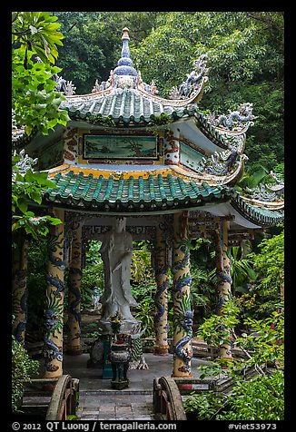 Statue and pavillion, Linh Ung. Da Nang, Vietnam (color)