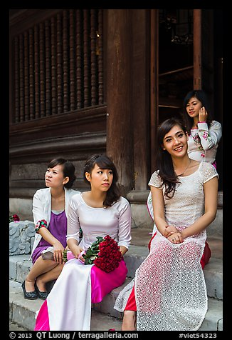 Bridal party, Temple of the Litterature. Hanoi, Vietnam (color)