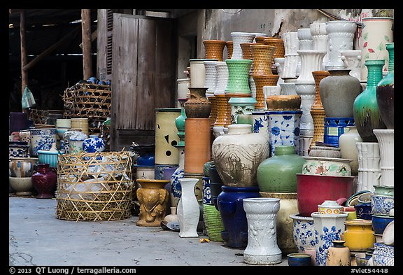 Large vases for sale. Bat Trang, Vietnam (color)