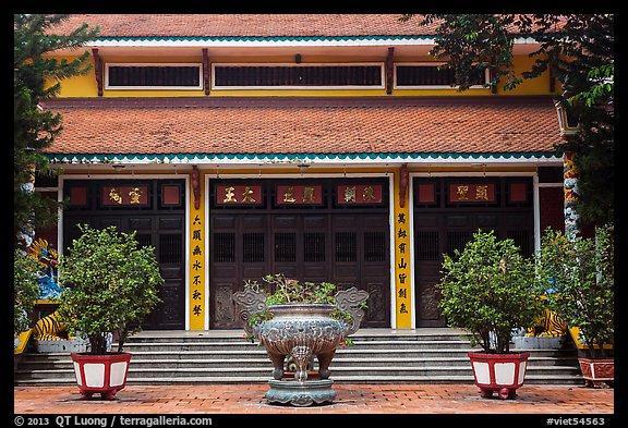 Tran Hung Dao temple. Ho Chi Minh City, Vietnam (color)