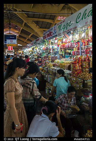 Stalls inside Ben Thanh market. Ho Chi Minh City, Vietnam (color)
