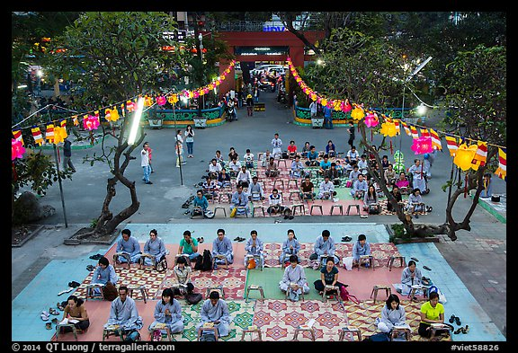 Worshippers from above, Viet Nam Quoc Tu pagoda, District 10. Ho Chi Minh City, Vietnam (color)