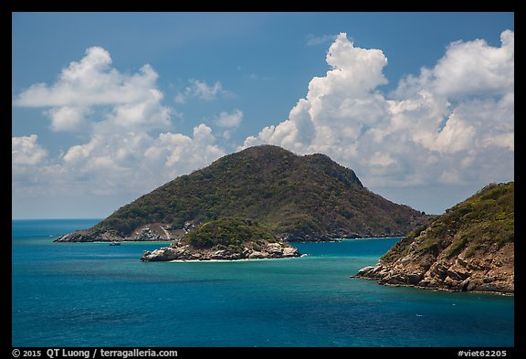 Trac Lon Islets. Con Dao Islands, Vietnam (color)