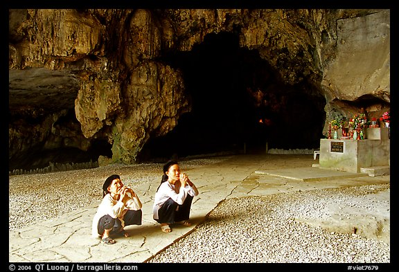 Elderly women praying in Nhi Thanh Cave. Lang Son, Northest Vietnam (color)