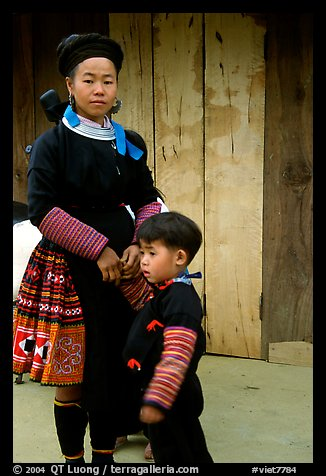 Woman and child of Hmong ethnicity, near Moc Chau. Northwest Vietnam (color)