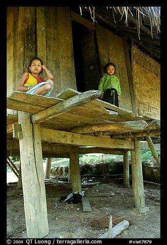 Two children in a stilt house, between Lai Chau and Tam Duong. Northwest Vietnam (color)