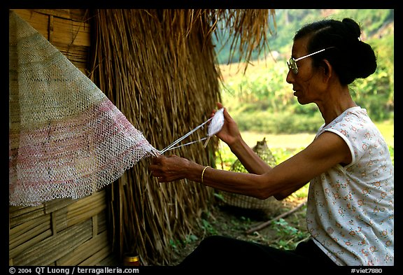 Woman sewing a net, between Lai Chau and Tam Duong. Northwest Vietnam (color)
