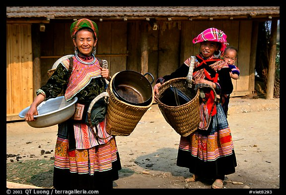 Flower Hmong women. The Hmong ethnie is divided into four subgroups, designated using the dress pattern they wear. Bac Ha, Vietnam (color)